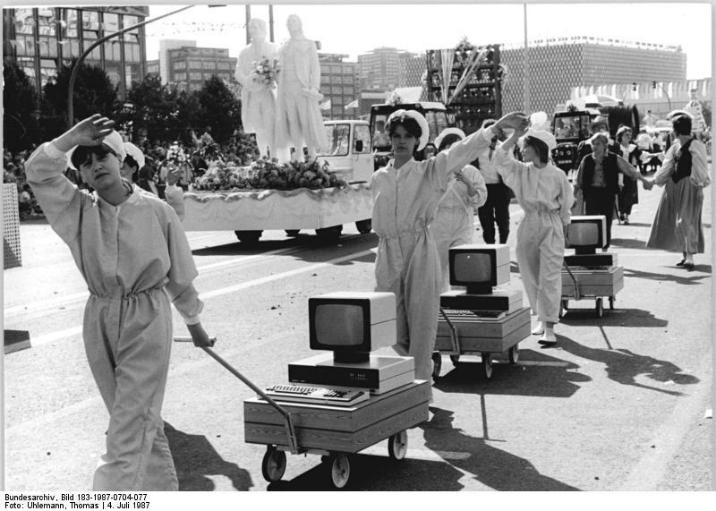 کامپیوترها در رژه کمونیستی