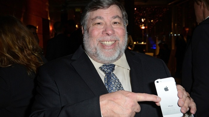 Steve-Wozniak-With-iPhone